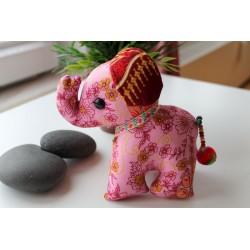 Stoffelefant in Rosa / Höhe ca. 18 cm