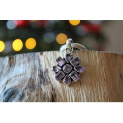 Silver pendant in flower shape with amethyst