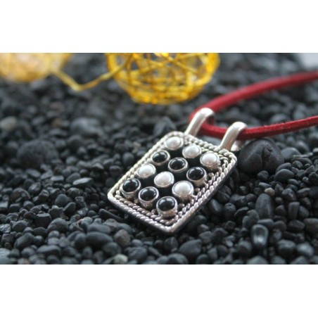 Silberanhänger mit 12 Perlen