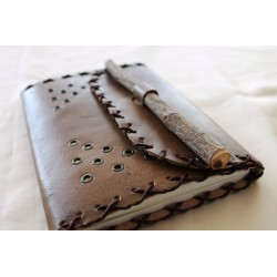 B-goods: Leather notebook with natural wood pen 14x18 cm