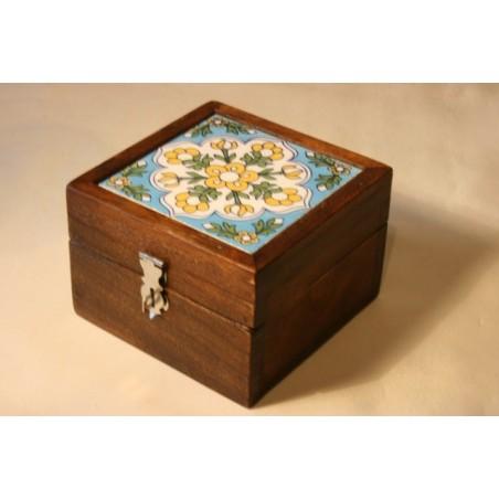 Holzkästchen mit bemalter Keramikfliese (Hellblau)