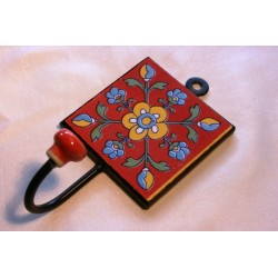 Wandhaken mit handbemalter Kachel