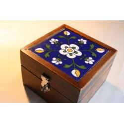 Holzkästchen mit bemalter Keramikfliese (Blau)