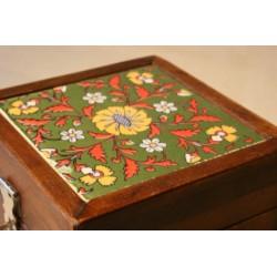 Holzkästchen mit bemalter Keramikfliese (Grün)
