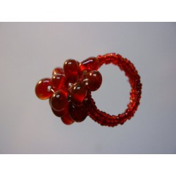 Ring aus Glasperlen rot