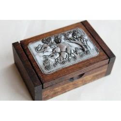 Kleine Dose aus Holz quadratisch mit Elefantenmotiv 8x6 cm