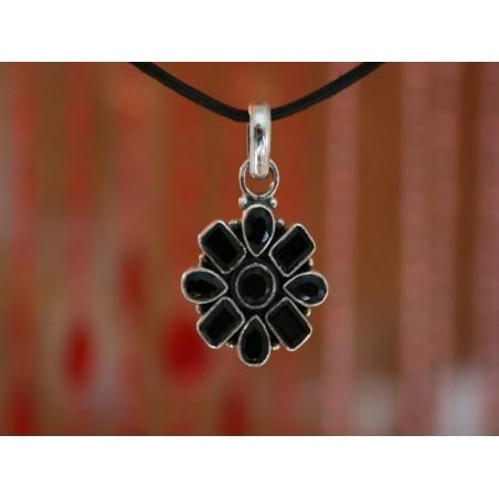 Silberanhänger in Blumenform mit Onyx