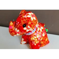 Stoffelefant in Rot / Höhe ca. 18 cm