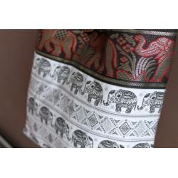 Schultertasche im Boho-Stil aus Thailand mit Elefanten