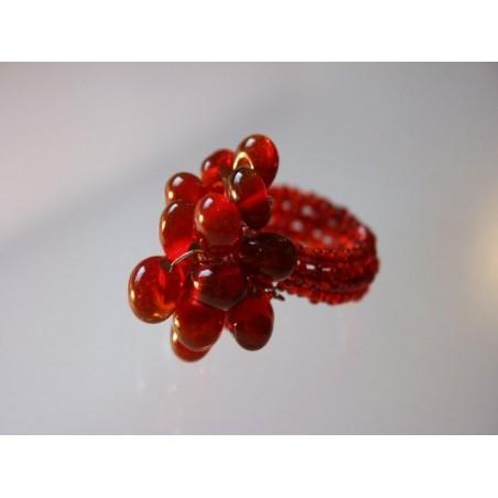 Ring aus Glasperlen rot