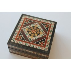 Holzdose mit Intarsien